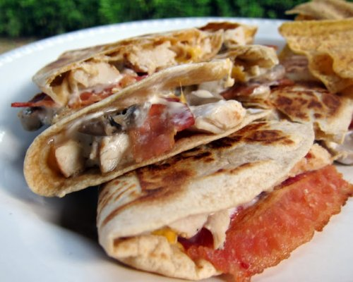 Quesadilla de pollo y bacon
